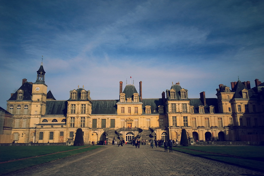 an analysis of the topic of the palace of fontainebleau In the same year he danced for the royal court at the palace of fontainebleau, outside paris in these early years of his career he came in contact with the great naturalism of the female dancer marie sallé as well as with the expressive music of jean-philippe rameau.