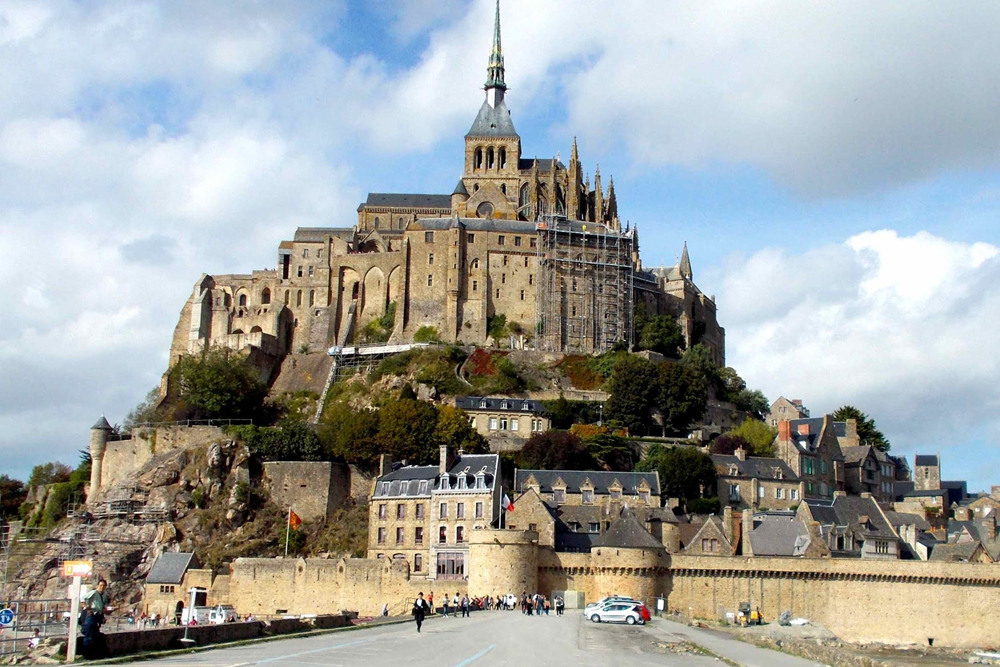 mont saint michel tour paris day tour exclusive private transport service. Black Bedroom Furniture Sets. Home Design Ideas
